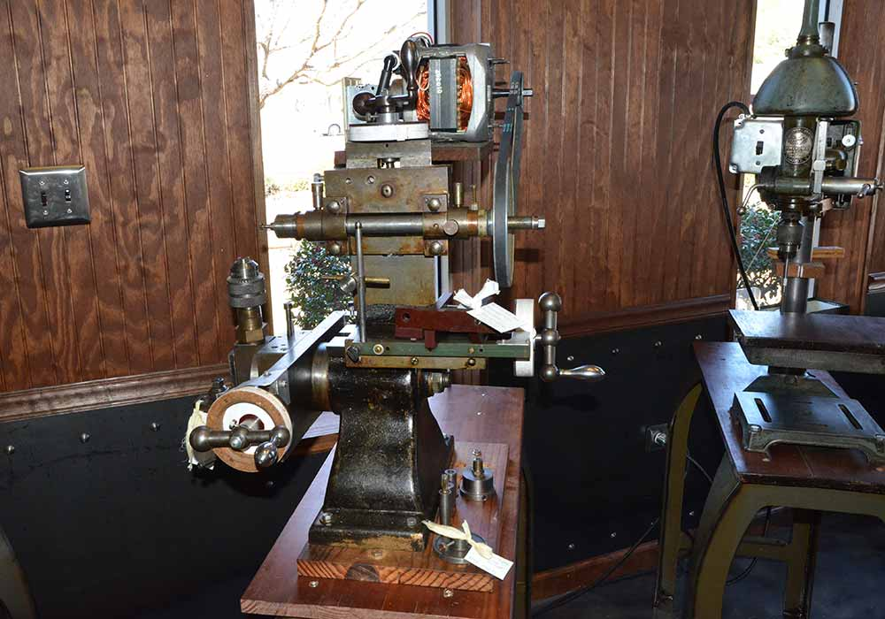1909 David W. Ponds Universal Milling Machine